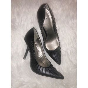 Elle black heels size 6M✨